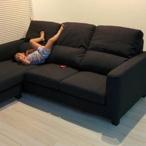 ソファーでの悪い座り方